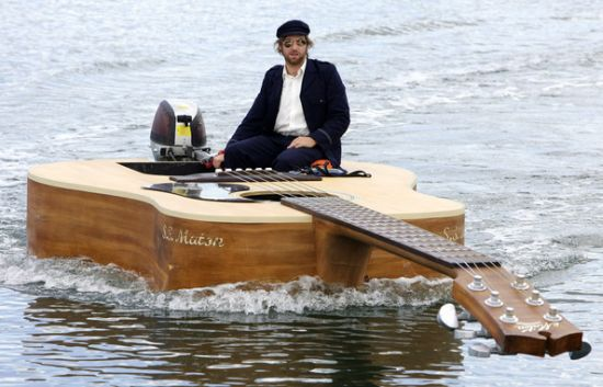 http://guitarplayer.files.wordpress.com/2009/04/josh-pykes-boat-guitar_qxkaw_59.jpg